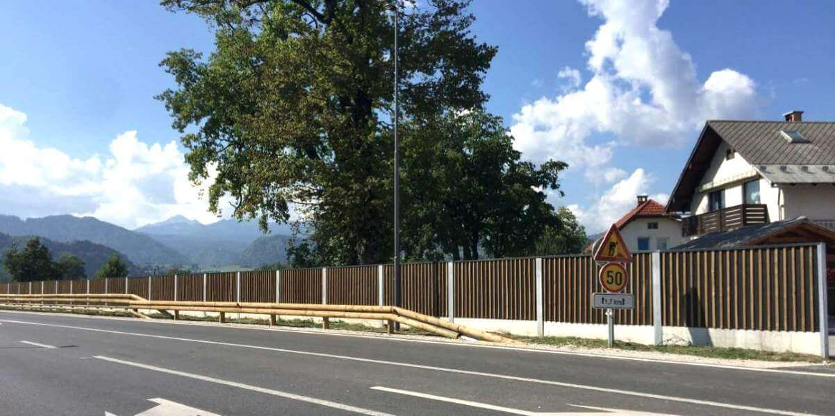 Drvena ograda protiv buke Bled